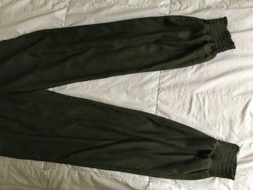 Pantalone nove, kupljene u svajcarskoj, broj xs. Odsjaj na slikama je - Uzice
