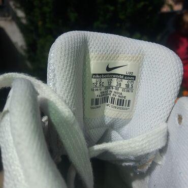 Nike patike - Srbija: Ocuvane Nike patike bele kozne,duzina unutrasnjeg gazista 19,5 bez