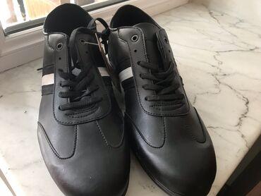 Мужская обувь - Азербайджан: Tezedir almanyadan gelib böyük oldugu ucun satılır 60 azn