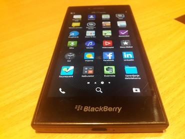 BlackBerry Leap STR100-2 16GB Smartphone. Ekran je 5'' inca, GSM / 4G