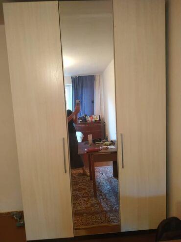 спальные кровати с матрасами в Кыргызстан: Продаётся спальный гарнитур: шкаф и кровать в хорошем состоянии