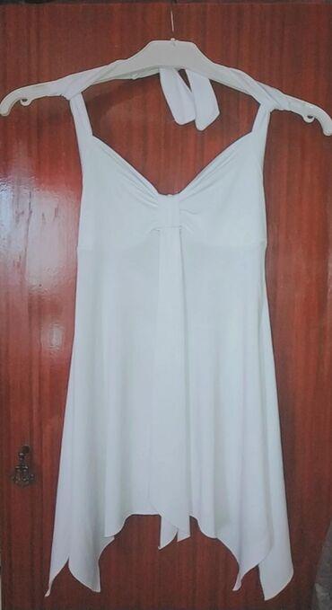 Женская одежда в Кызыл-Кия: Летняя блуза с перекрещенными бретелями ТОРГ УМЕСТЕН Причина продажи