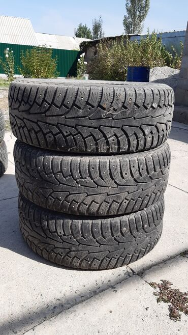 шины r18 в Кыргызстан: Зимние щипованные шины (3 шт)235х55х18летние шины r18 235х55, также