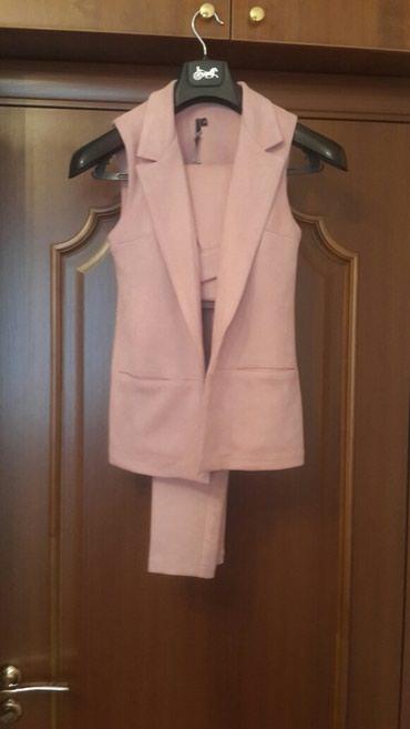 розовая мужская одежда в Кыргызстан: Брючный костюм из спандекса. Размер S-M.Нежно-розового цвета.Очень