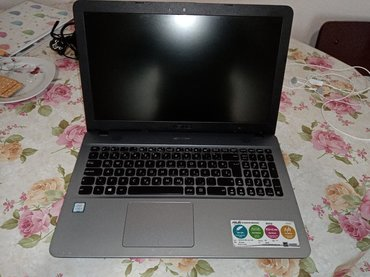 X541U Asus extra laptop. Star godinu ipo dana. Popravlja sam punjac z