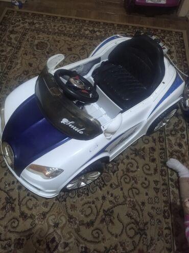 детские зимние комбинезоны бишкек в Кыргызстан: Детская машина в хорошем состоянии с музыкай с пультом (акомулятор