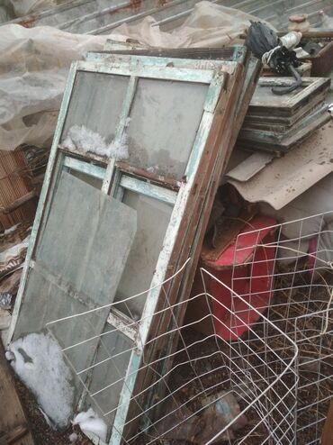 продам дом дешево срочно в Кыргызстан: Продам дёшево, старые окна и двери