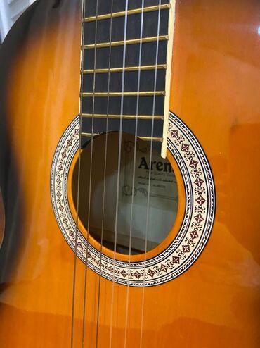 Musiqi alətləri - Azərbaycan: Gitara satilir. Ikisi 300 azn. Tezediler