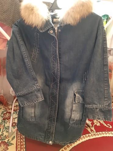 джинсовая куртка с мехом женская в Кыргызстан: Джинсовая парка.Отличном состоянии. Мех натуральный
