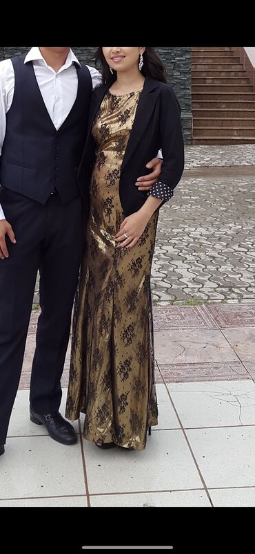 золотое платье в пол в Кыргызстан: Платье в пол в золотистом цвете, визуально вытягивает рост и стройнит