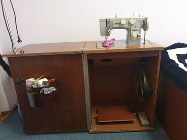shvejnuju mashinku podolsk 142 s tumboj в Кыргызстан: Продаются швейная машинка Подольск 142
