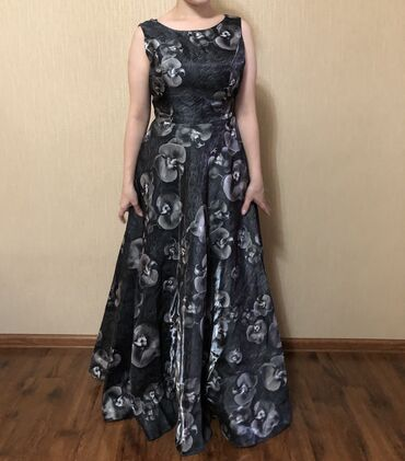 прямое платье красиво в Кыргызстан: Продаю почти новые платья. Размер S. Очень красиво сидят по фигуре. Ка