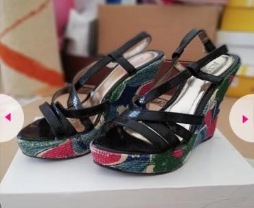 Ženska obuća   Sjenica: Sandale br 38,bez ostecenja