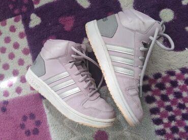 Bez cipele - Srbija: Adidas duboke patike, broj 34.Sasvim malo nosene, bez ikakvih oštećenj