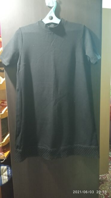 Личные вещи - Кызыл-Туу: Продам платье свободного фасона. Материал плотный, небольшой стойкий