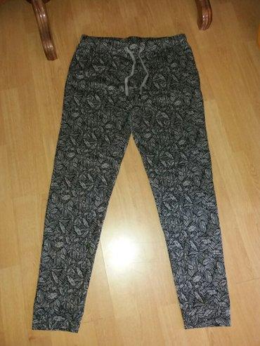 Crne-pantalone-sa-dzepovima - Srbija: Nove pantalone od debljeg materijala sa kosim dzepovima, vrlo prijatne