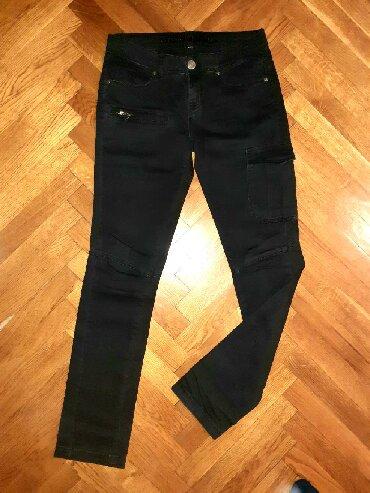 Crne pantalone uske - Srbija: Fishbone crne pantalone sa džepovima, uske, kao nove (2 puta obučene)
