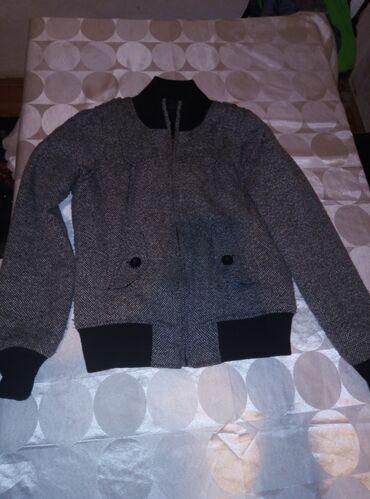 Muska jakna okay - Srbija: Muska jakna, kaput vel 34br, otprilike xs vel saljem mere ko je zainte