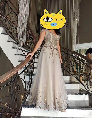 вечерние платья серого цвета в Кыргызстан: Продаю б.у. вечернее платье на торжество. Цвет бежево-серый. С камнями