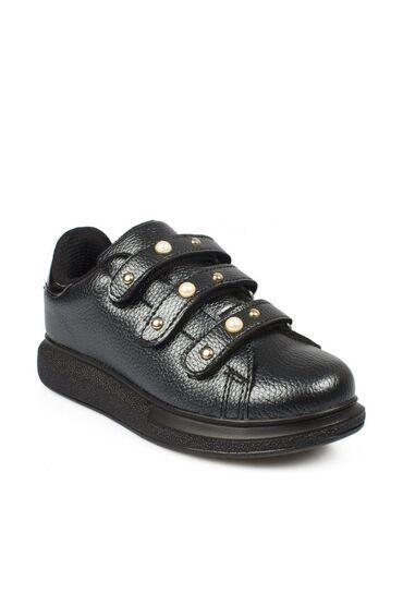Продаю новые ботиночки для девочкиРазмер 34Искусственная кожаТурецкий