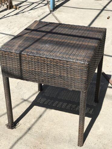 Столик кофейный 60*60 (б/у) Удобно для небольшого кафе В наличии 3 шт