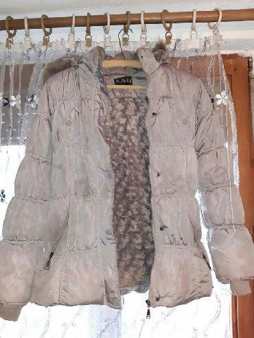 Jakna duzina grudi - Srbija: Topla siva zimska jakna. Postavljena krznom. U odlicnom stanju! Odgova