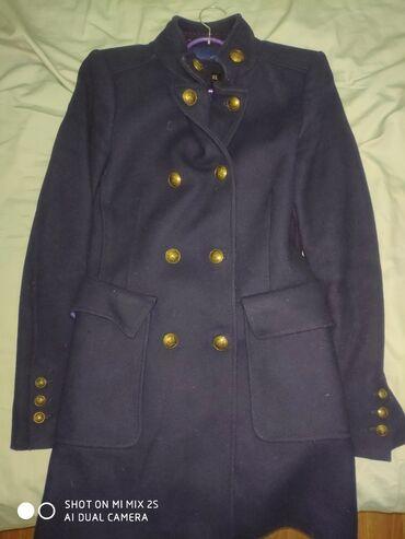 женская пальто в Кыргызстан: В отличном состоянии стильноеприталенное пальто