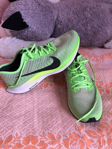 butsy firmennye nike в Кыргызстан: Продаются кроссовки Nike Pegasus turbo 2. Оригинал . Цвет зелёный . Пр