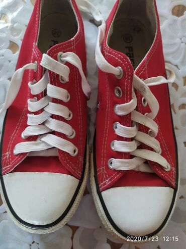 Детская одежда и обувь в Каинды: Кеды,состояние отличное,хорошего качество,размер:38,стоимость: 300