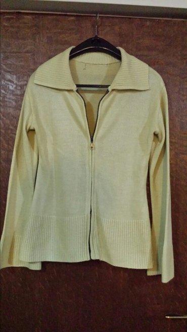 Ustruceni džemper sa blago proširenim rukavima , prati liniju tela, - Velika Plana