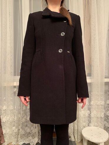 жен пальто в Кыргызстан: Черное пальто в отличном состоянии