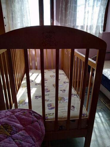 Drveni krevetac sa dušekom,polovan ali očuvan