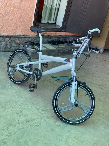 купить титановые диски на ниву в Кыргызстан: Продаю Велосипед БМБИКС СОСТОЯНИЕ КАК МАСЛО цвет белый жемчуг на титан