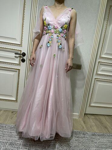 Шикарное вечернее платье в нежно розовом цвете в 38м размере.Надела