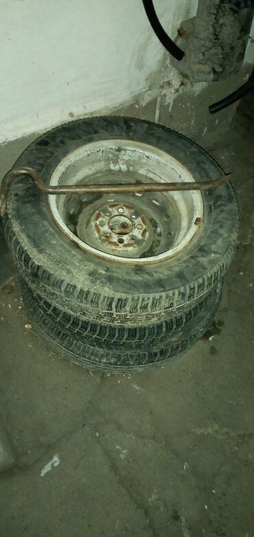 купить литые диски r14 4 98 бу в Кыргызстан: Продаю зимнюю резину, 2 колеса, 175/70 R13. Диски металлические