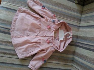 Детская одежда и обувь - Кок-Ой: Продаю плащик (ветровка) с вышивкой на девочку от 5 мес. до 10 мес.