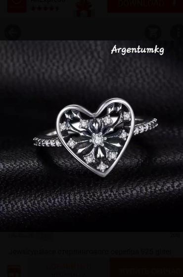 Это кольцо для романтиков.Серебро 925 пробы.Украшен цирконами.Размер