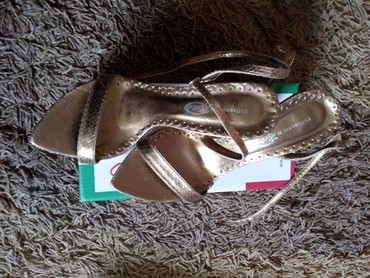 Zlatne sandale broj 39,bez oštećenja,sa rezervnim - Vrbas
