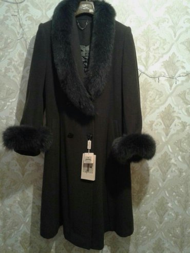 Пальто кашемировое, цвет оливковый, длина ниже колена, мех песец в Лебединовка