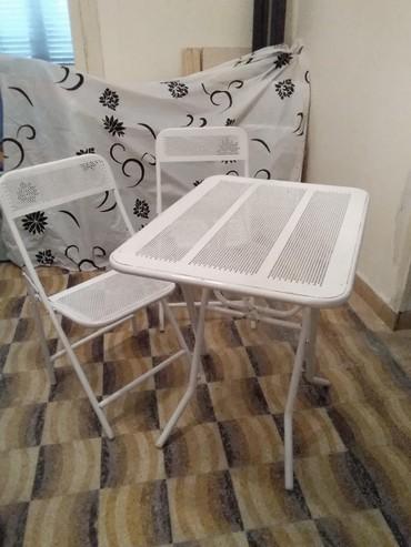 Τραπεζάκι σιδερένιο με 4 καρέκλες σε πολύ καλή κατάσταση 80 επί 60