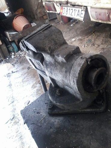 Продаю тиски рабочий состоянии металический столом 1500сом в Бишкек