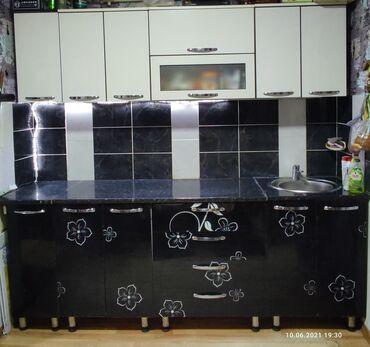 Продаю красивый современный вместительный кухонный гарнитур с мойкой