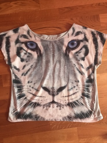 Lepa majica za s i m velicinu cena 500 dinara . Saljem post ekspresom - Novi Sad