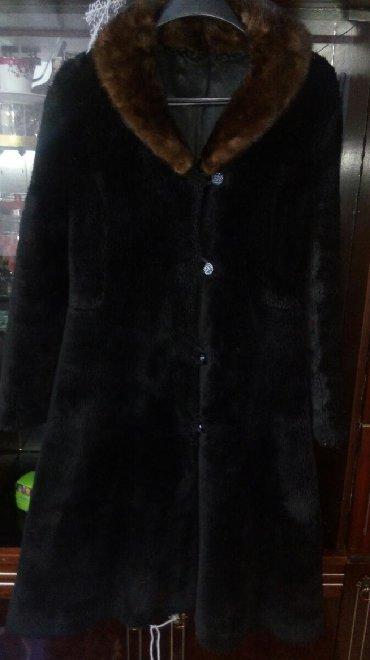 черная шубка в Кыргызстан: Продаю шубку с норковым воротником. Сама шубка исскуственная. Размер