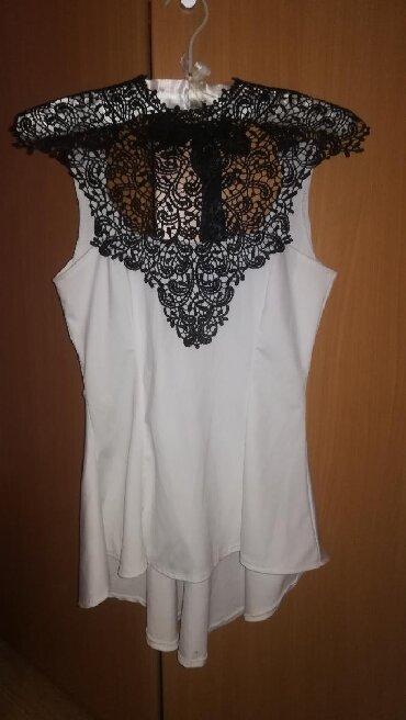 Crna sa masnom - Srbija: Elegantna majca asimetricnog kroja sa zadnje strane je duza, ima
