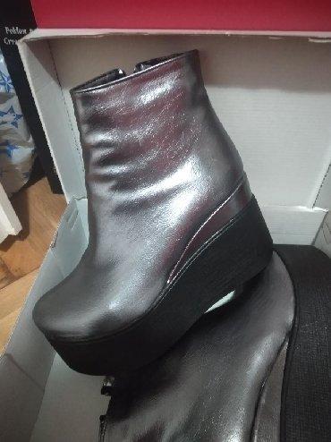 Ženska obuća | Bela Crkva: Cipele kratke cizme br.38 ali odgovara i za 37