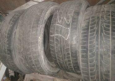 Шины и диски - Бишкек: Продаю резинусред состояние,комплект 215/55/r17 Firestone