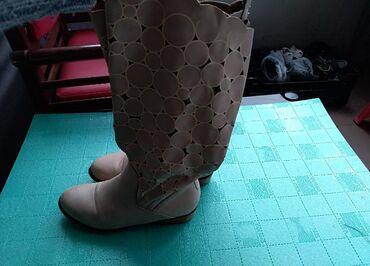 Zenske cizme - Srbija: Zenske letnje cizme broj 40. U dobrom stanju. Na slikama se vidi