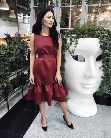 атласное платье со шлейфом в Кыргызстан: Продаю красивое платье в цвета Марсала. Качество хорошее