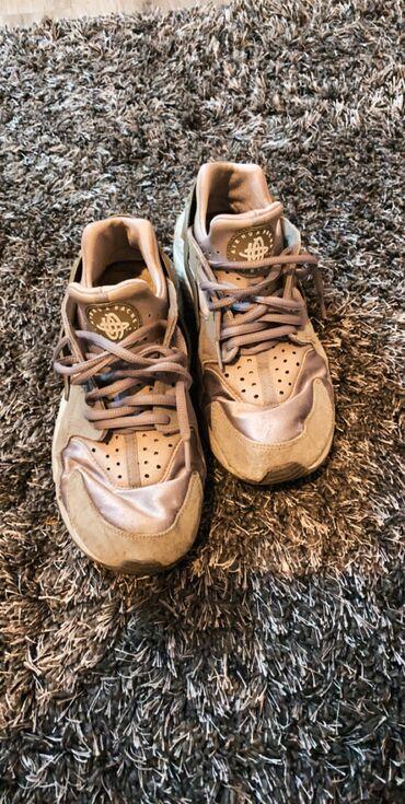 Huarache - Srbija: Nike Huarache, ostecene, dobre za trening i aktivnosti mogu se jos